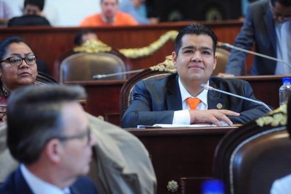 Propone Iván Texta regularización de valets parking en la Ciudad de México