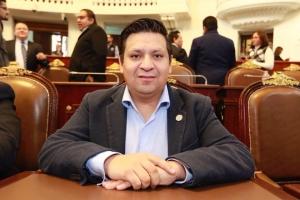 Diputado del PAN alerta por fraudes vía redes sociales