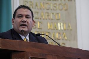 Manuel Ballesteros presenta Ley Electoral y Ley Orgánica del Tribunal Electoral