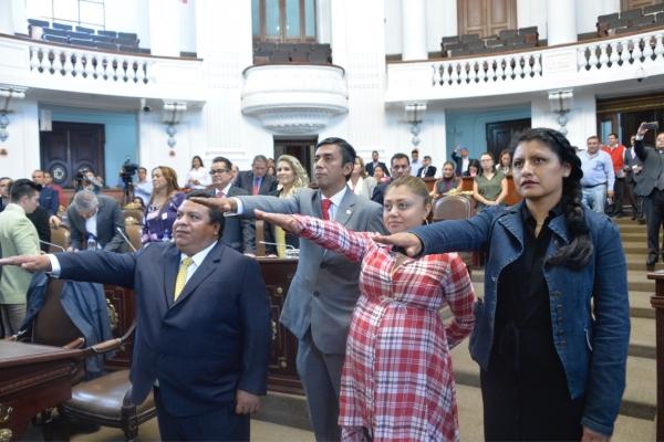 La Diputación Permanente toma protesta a diputados suplentes
