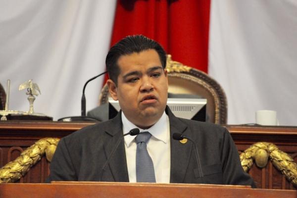 Pide Iván Texta informe a AGU sobre reparación de zanjas que afectan vía pública en la CDMX